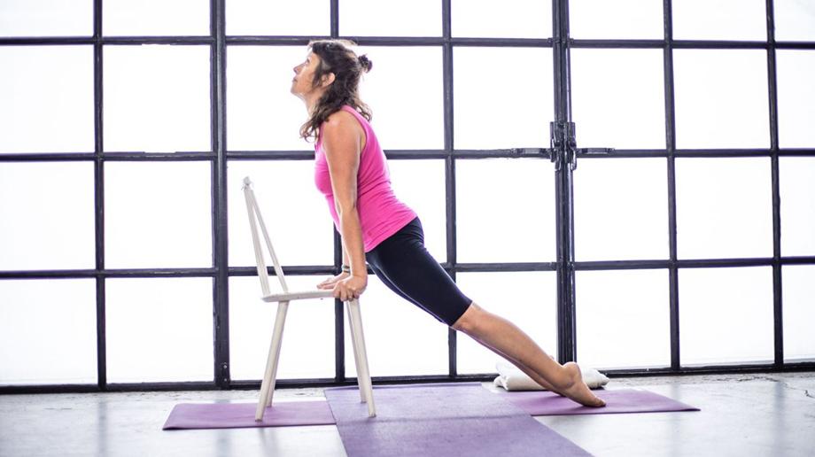 Iyengar yoga med støtte fra stol